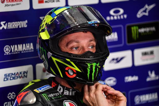 Valentino Rossi podría pasar al equipo satélite de Yamaha. Imagen: MotoGP