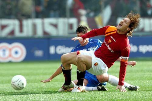 L'infortunio di Totti con l'Empoli. Fonte foto: forzaroma.info