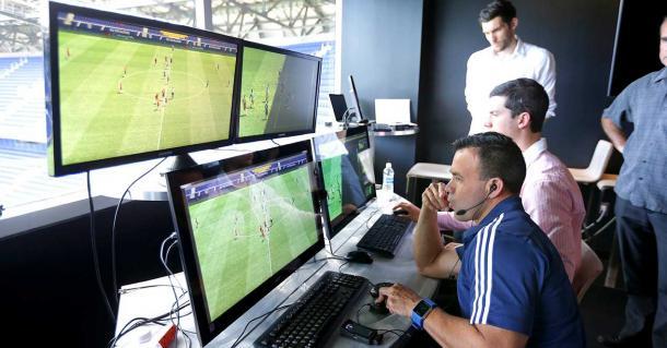 El VAR en pruebas en la Liga (adslzone.net)