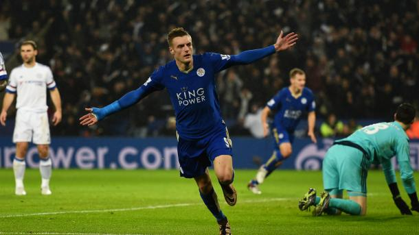 Vardy superó a Courtois para poner el primero ante el Chelsea | Foto: Goal