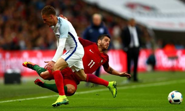 Vardy needlessly fouls Vierinha in a dangerous position | Clive Rose/Getty Images