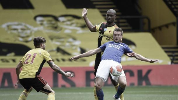 Vardy buscando el hueco en la defensa del Watford./ Foto: Premier League