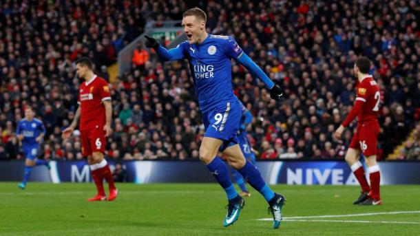 Jamie Vardy celebrando el primer tanto del Leicester. Foto: premierleague