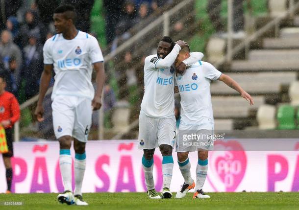 Varela e Maxi fizeram o terceiro e último golo. (Fonte: Getty Images)