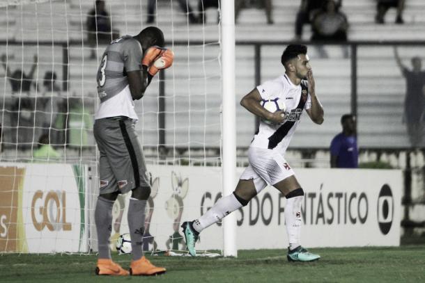 Andres Rios descontou para o Vasco contra o Vitória em São Januário. Foto: Paulo Fernandes/Vasco.com.br