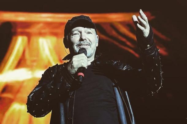 Vasco durante il concerto di Modena | Restodelcarlino
