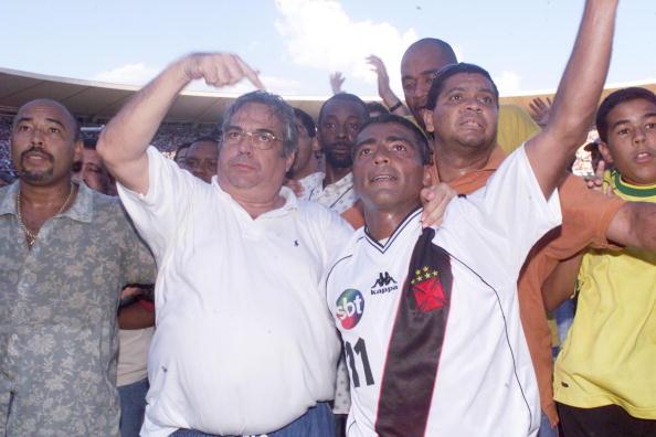 Eurico e Romário comemorando o título da Copa João Havelange (Foto: Reprodução/Vasco)