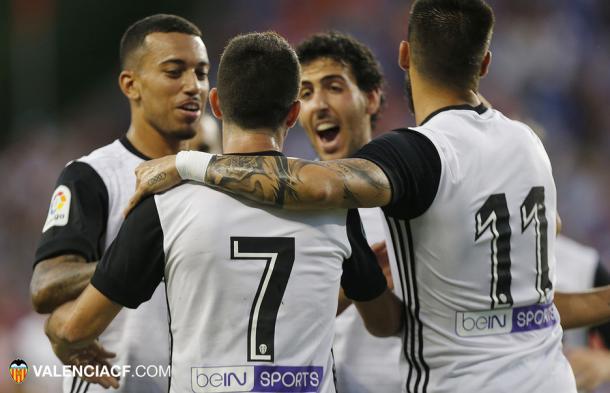 Nando celebra el primer tanto del Valencia | Fuente: valenciacf.com