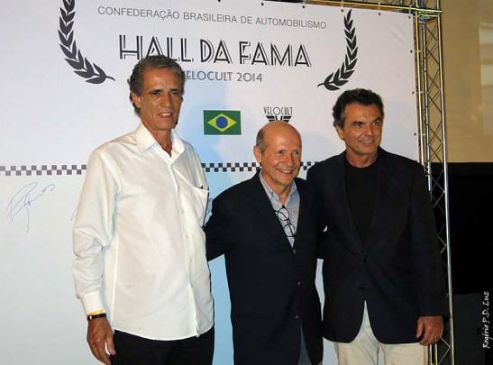 Homenageados no Hall da Fama do VeloCult 2014. : Alfredo Guaraná Menezes (camisa branca), Alex Dias Ribeiro e Raul Boesel. (Foto: cronicasmacaenses.com)