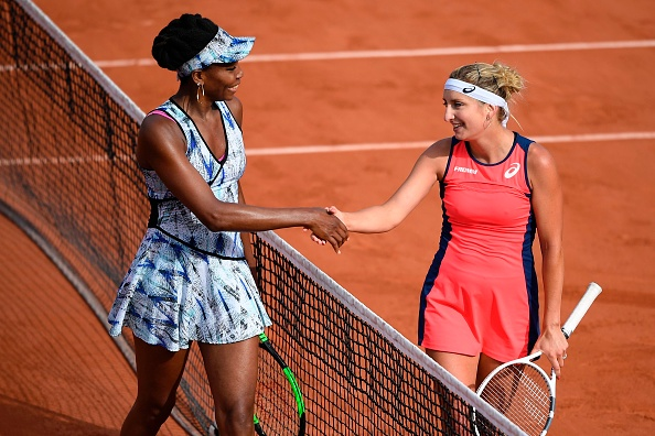 The duo entertained the Chatrier crowd with Bacsinszky coming out on top (Photo by Lionel Bonaventure / Getty)