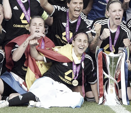 With FFC Frankfurt, she wins the UWCL in 2014/15 season. (Photo: elcorreogallego.es)