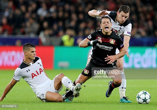 Vertonghen (far right) battles with Javier Hernandez against B04 on Tuesday (photo: Getty Images / Simon Hofmann)