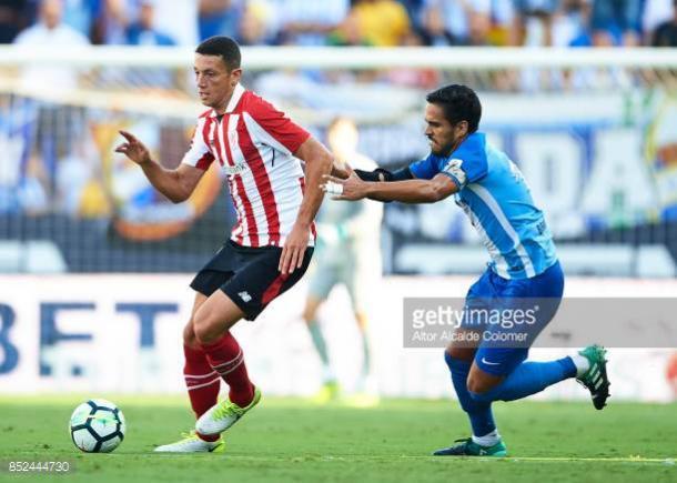 Mikel Vesga durante un partido frente al Málaga CF | Foto: gettyimages