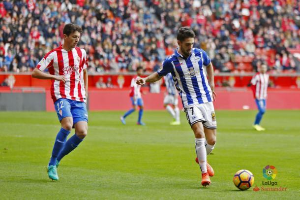 Vesga en un encuentro durante su etapa en Gijón | Foto: laliga.es