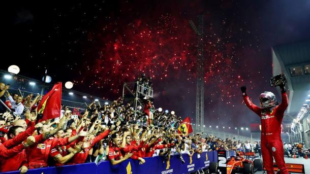 Victoria de Vettel en Singapur. Foto: F1