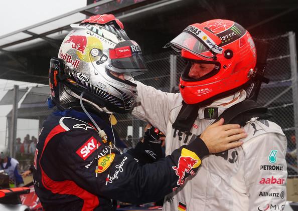 Vettel y Michael se saludan en la última carrera del heptcampeón, Brasil 2012 / Fuente: AFO