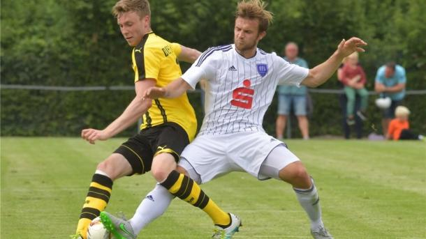 Engel in action for Osnabrück against Dortmund II during pre-season | Photo: Osnabrücker Zeitung/Kemme