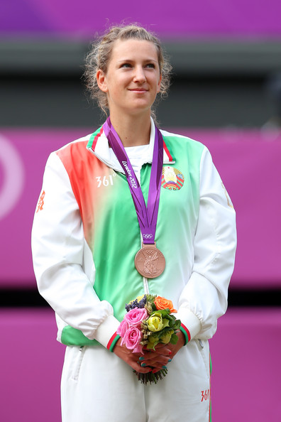 Azarenka standing on the podium with her bronze medal (Photo by Clive Brunskill / Source : Getty Images)