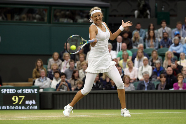 Azarenka in action in Wimbledon in 2012 against Ana Ivanovic (Photo by Clive Rose / Source : Getty Images)