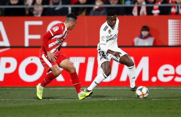 Vinicius encarando a Pedro Porro/ Foto: Real Madrid