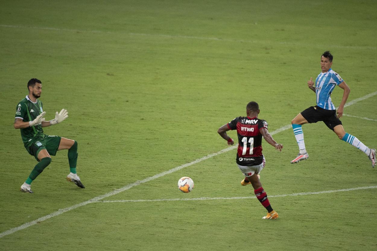 Gol perdido por Vitinho no primeiro tempo (Foto: Alexandre Vidal / CRF)