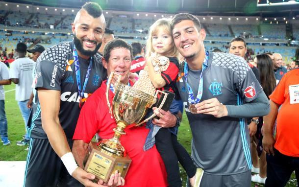 Alex Muralha, Vitor Hugo e Thiago na comemoração do Carioca (Foto: Gilvan de Souza/Flamengo)