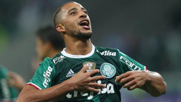 Vitor Hugo comemora gol com a camisa do Palmeiras  (FOTO: DIVULGAÇÃO)