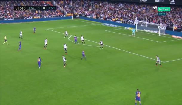Momento en el que Messi busca la entrada por banda de Jordi Alba | Foto: Guille de Marcos / Movistar Partidazo
