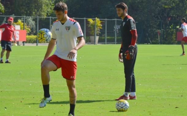 Recuperado, Calleri poderá ser uma das opções de ataque da equipe diante do Atlético-PR