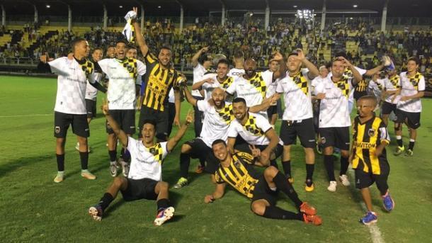 Jogadores do Volta Redonda celebram acesso inédito   Foto: Divulgação/Ferj