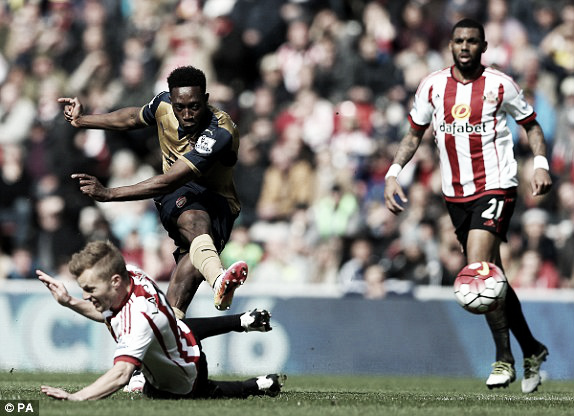 Above: Danny Welbeck strikes during Sunderland's 0-0 draw with Arsenal | Photo: PA