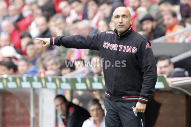 Abelardo, en su etapa como entrenador del Sporting de Gijón. Fuente: laliga.es
