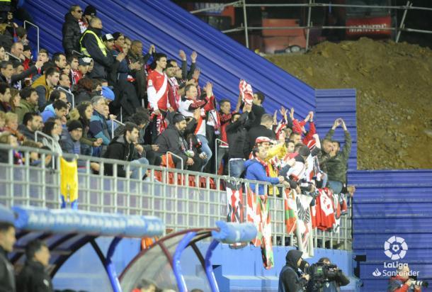 La afición franjirroja apoyando a los jugadores | Fotografía: LaLiga Santander