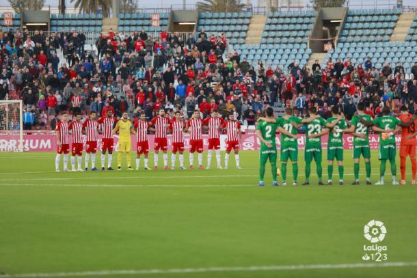 Minuto de silencio en el Almería-Sporting de Gijón | Fuente: La Liga