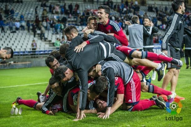 Los jugadores de Osasuna celebran la clasificación para los 'playoffs'. Fotografía. LFP.