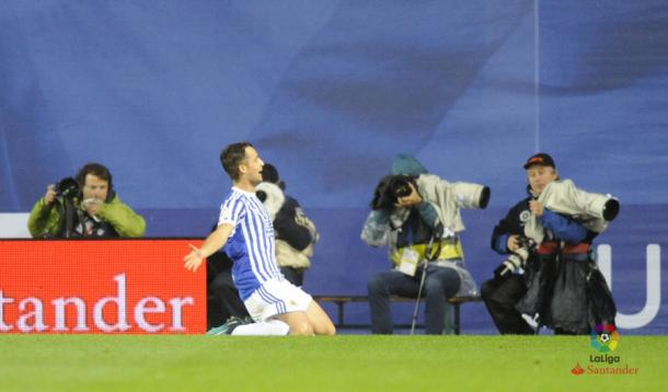 Januzaj celebra su primer gol con la Real, ante el Eibar. Foto: LFP
