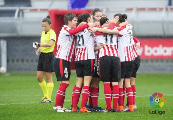Jugadoras del Athletic celebran el segundo tanto (Foto: La Liga)