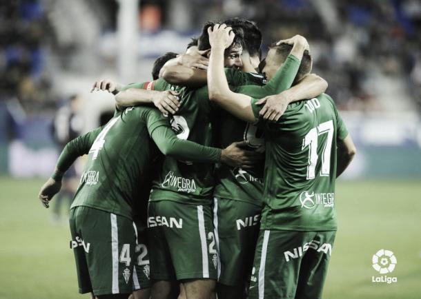 Jugadores del Sporting celebrando un gol | Fotografía: La Liga