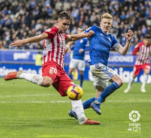 Álvaro Giménez estuvo muy activo durante el partido | Fotografía: La Liga