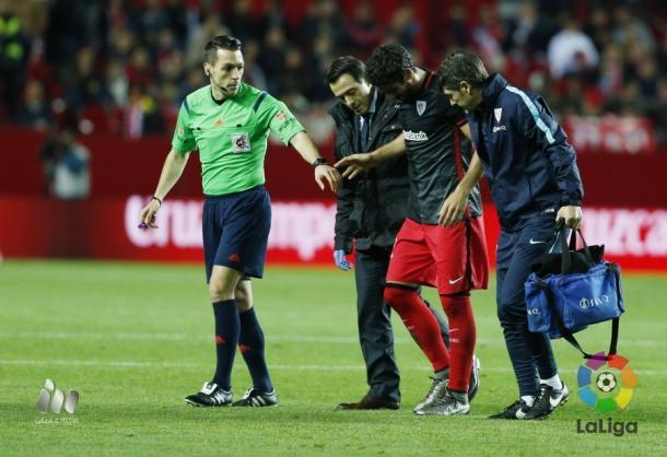 La derrota en Sevilla costó factura por la lesión de Raúl García y por la derrota. Foto: LFP