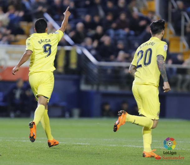 Bacca celebrando con la afición amarilla un tanto suyo frente al Athletic de Bilbao | Foto: LaLiga Santander