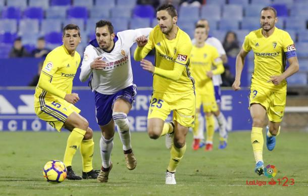 Disputa de balón entre Kecojevic y Borja Iglesias | Foto: LaLiga