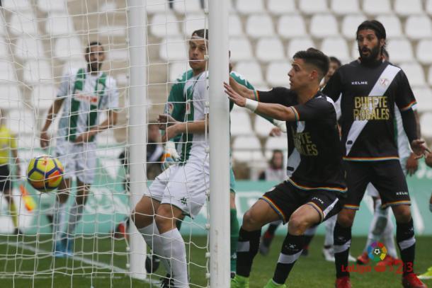 Reacción de Álex Moreno tras recibir un gol | Fotografía: La Liga