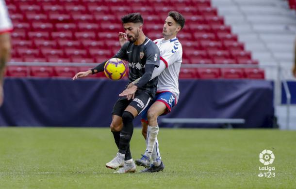 Chema controlando el balón | Fuente: La Liga