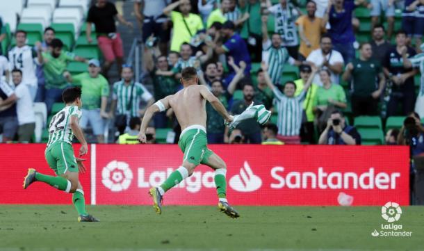 Celebración del segundo gol de Joaquín ante el Huesca | foto: LaLiga Santander