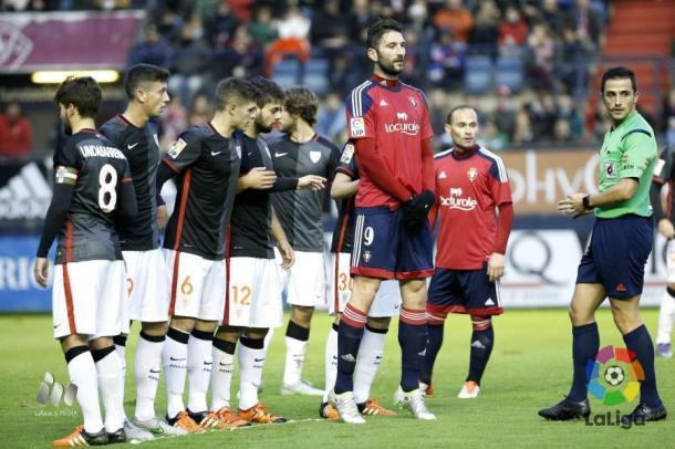 El gigantón Milic ante el Bilbao Athletic. Fotografía: LFP.