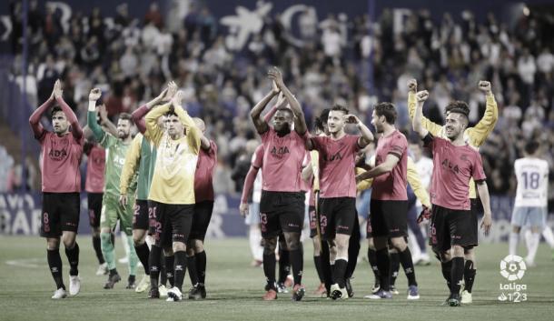 Jugadores del Alcorcón tras su victoria por 0-2 en La Romareda | Foto: LaLiga