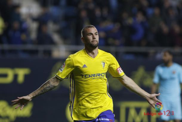 Carrillo celebrando un gol con la camiseta del Cádiz | Foto: LaLiga