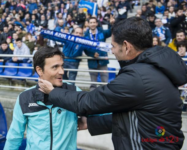 José Vegar, segundo entrenador del Getafe, saluda a Fernando Hierro | LaLiga