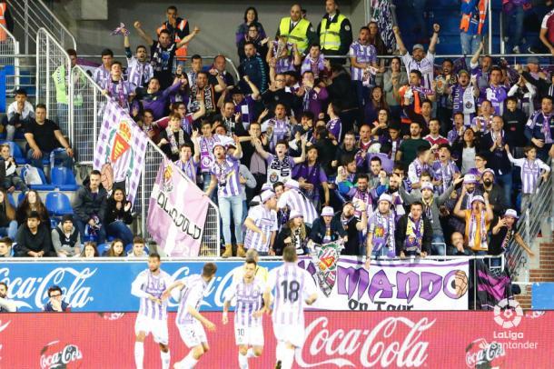 La afición del Real Valladolid celebra un gol de su equipo | LaLiga